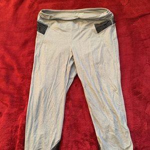 Ladies Large Joe Fresh Capri Pants
